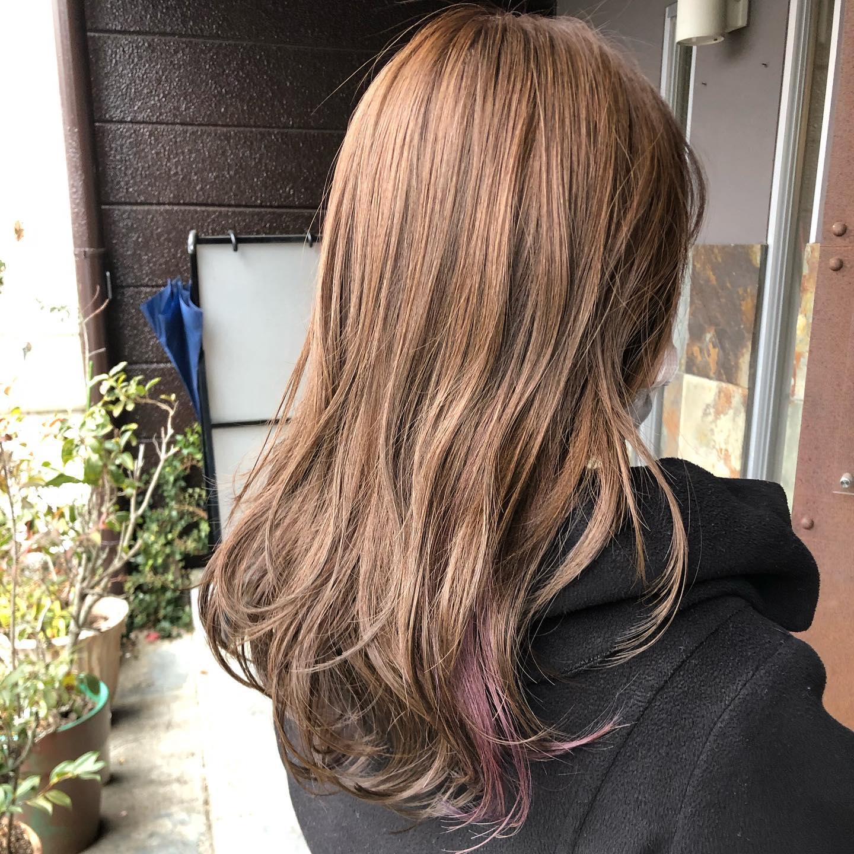 カット & カラー / ポイントカラー ︎レイヤーカットシルバーベージュ / ブルーパープル直毛、硬毛、多毛の髪の毛ですがレイヤーを入れて軽くし髪色も明るくすることによってふんわり柔らかいスタイルに!耳後ろのポイントブリーチがまた可愛い!スタイリスト 村田#宇都宮#美容室#宇都宮美容室#駅東#mayquark#メイクォーク#カット#カラー#カラーカット#ブリーチ#ハイライト#パーマ#ストレート#ストレートパーマ#縮毛矯正#トリートメント#シャンプー#ブロー#ヘアスタイル#ヘア#ヴィーガン#ヴィーガンカラー#hue#hueカラー#コスメパーマ#トゥーコスメ#アジュバン#サイエンスアクア#髪質改善