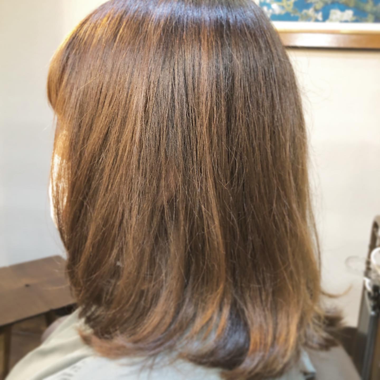 カット︎クセを活かしたナチュラル仕上げのスタイル。次回はカラーで髪色を落ち着かせます。スタイリスト 本間#美容室#宇都宮美容室#駅東#mayquark#メイクォーク#カット#カラー#カラーカット#ブリーチ#ハイライト#パーマ#ストレート#ストレートパーマ#縮毛矯正#トリートメント#シャンプー#ブロー#ヘアスタイル#ヘア#ヴィーガン#ヴィーガンカラー#hue#hueカラー#コスメパーマ#トゥーコスメ#アジュバン#サイエンスアクア#髪質改善